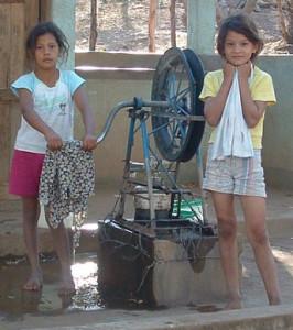 girls-pumping-water